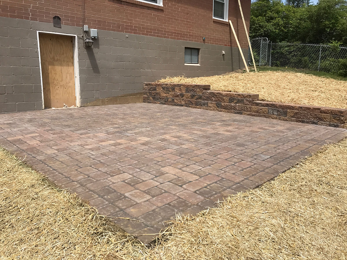 2017 Hardscape Patio Installation 2.JPG