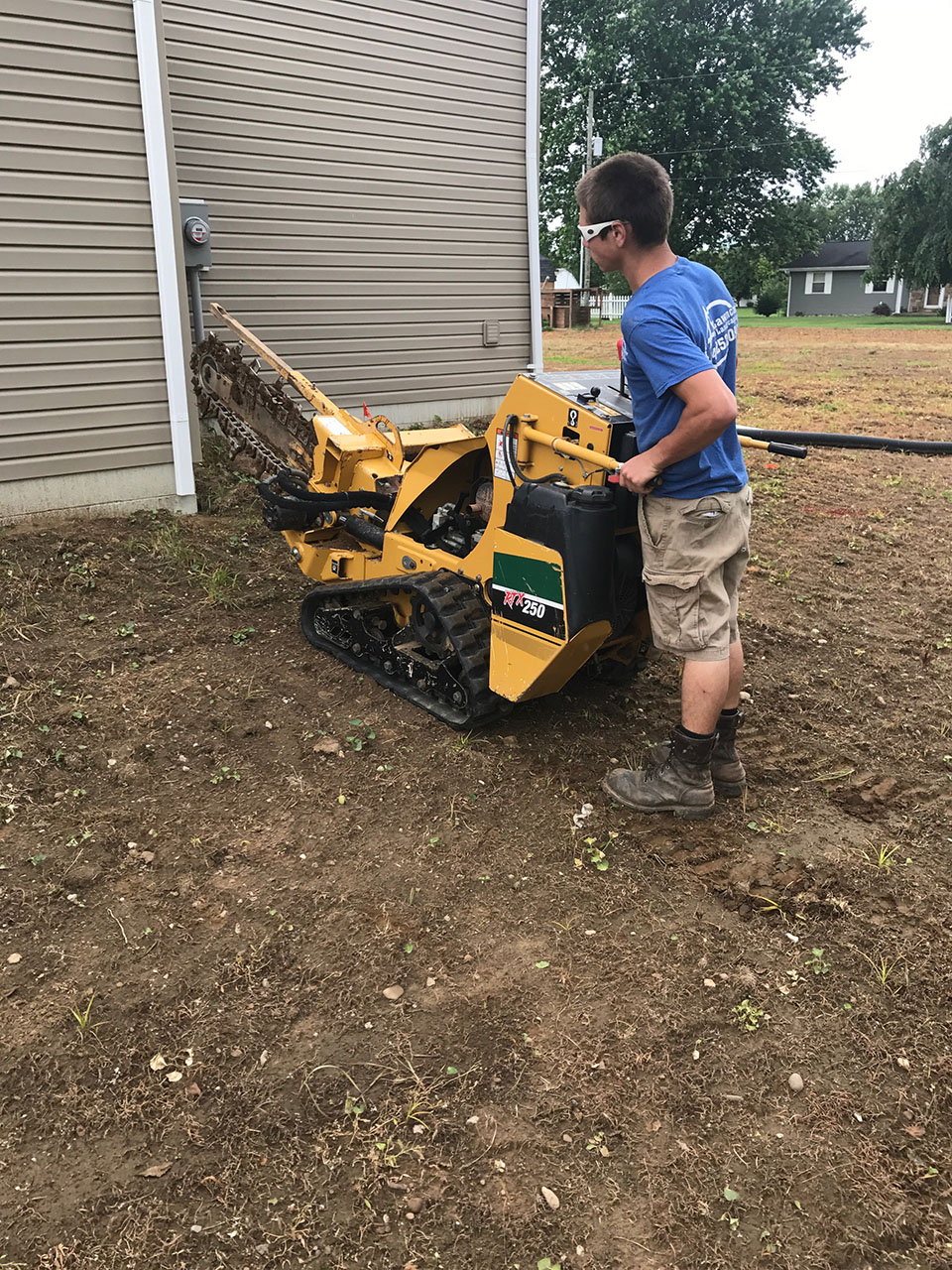 Zanesville Lawncare Landscaping Trenching Raking 3
